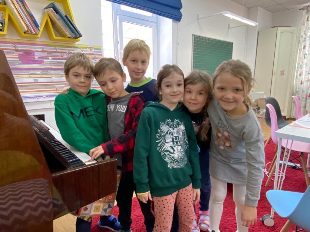 Дети в летнем лагере Шерлока